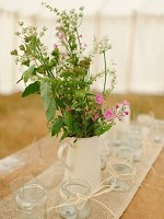 How to decorate your marquee centrepiece 1