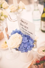 How to decorate your marquee table setting 1